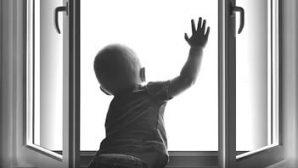 В Москве из окна квартиры на 12 этаже выпал трехлетний ребенок